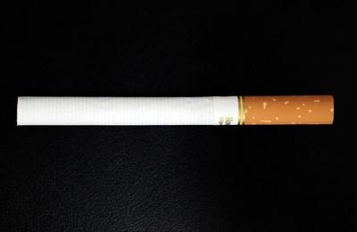 最近,我看到一种带有金色过滤嘴的南京香烟。这支香烟非常漂亮。我想知道还有哪些香烟是漂亮的,不是烟盒,而是香烟!你能买它吗?