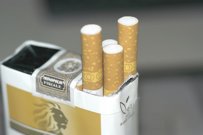 阿里山香烟通常供应酒精或烟草吗?