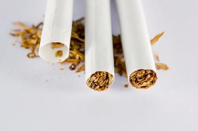 这是几包熊猫香烟,一根细香烟?