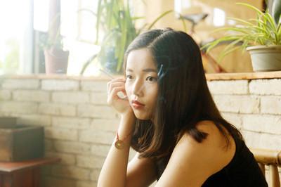 一件韩国制造的黑色超短裙多少钱?