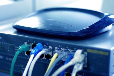 为什么登录路由器Ip会弹出维盟路由管理界面(在线急)?