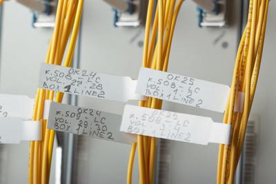如何设置UBNT桥接两个路由后自由访问各自管理页面?