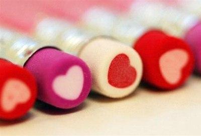 关于爱情的句子-爱情文字图片:互道晚安后,你开始入睡,我开始想你
