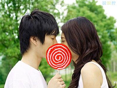 关于爱情的句子-爱情说说大全带图片:心里若有了良人,眼里的便全是路人