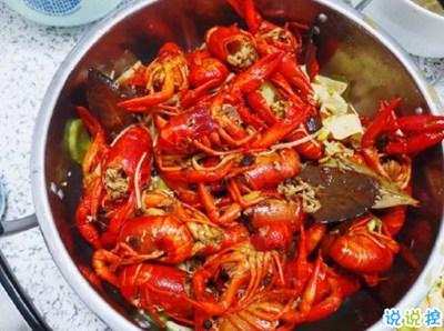 吃货吃小龙虾的文案 2020第一次吃小龙虾的说说带图片