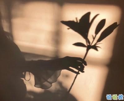 感悟爱情的句子伤感带图片 阴沉天空中有一小束照着你的阳光