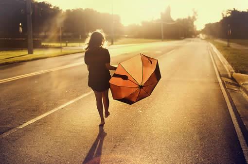 经典语录爱情美好短句打动人心 你是我想躲又想遇见的人
