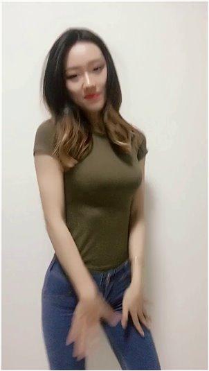 女主播什么时候出现的_韩国女主播kkyuu的冬装推广:没人在模特预计不带货的时候喊。