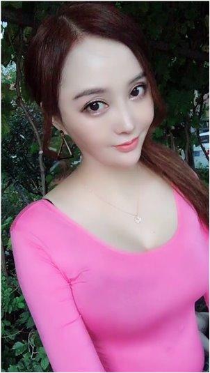 豆奶视频成人_千变万化的美女主播梁亦芸唱出了SHE的星光
