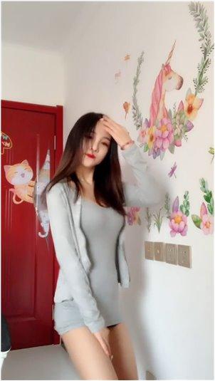 战旗斗鱼熊猫宝宝_东京申奥女主播另一面的实拍