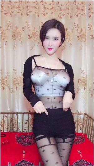 女主播热舞抖胸_两位可爱迷人的小姐,你们喜欢哪个?