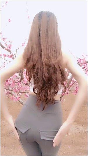 """在斗鱼直播的lol职业选手_斗鱼第一位人气美女主播,Ti mo Feng _""""我们不说话了"""""""