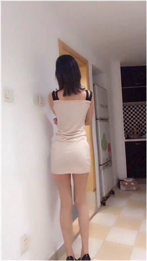 女主播做的白色椅子_韩国妹的老化马尾辫就是这么扎的,百搭又有气质,时尚又俏皮