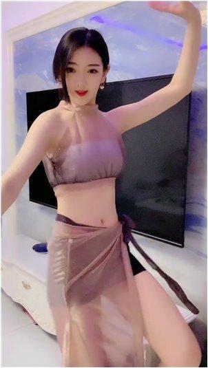 六间房秀场直播大厅官网_美女主播被男的绑架了,美女被迫回答男的各种问题!