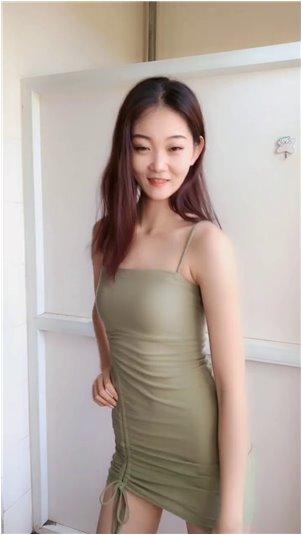 完美直播_韩国美女主播穿的是格子裙,有点苏格兰味