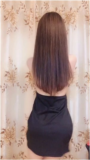 李珂依_美女主播身材瘦小,腰细腿长。成功还不错!