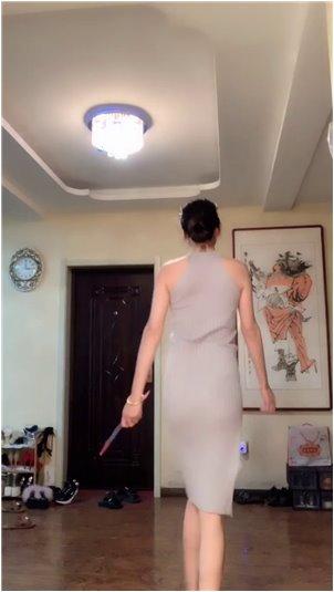 女巫露娜哄睡觉视频_《宠物》斗鱼女主播贾妮大型福利直播录像2016.1.15