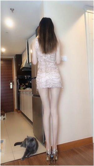 韩国男歌手_女主播在街上砍人