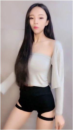 被别人说社会姐怎么怼_网络名人的美女主播文儿对大主播赵小磊表达了深深的爱意,她因身材矮小而被拒绝了!