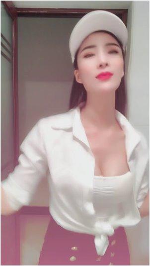女主播在国产线视频_萌妹女主播学生制服,甜美可爱,声音太有磁性
