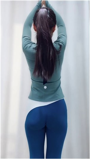 刘梦瑶_实拍女主播录下睾丸新闻,哄堂大笑