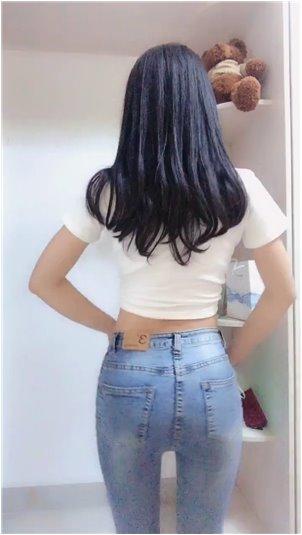 jkj小姐姐_姐姐毛衣换成了牛仔裤女神。网友:我要这样的女朋友!