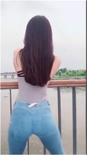 央视公布网络主播封禁名单_韩国美女主播红色格子短裤诱惑
