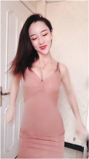 韩国女主播蜜罐第67集_知名韩国主播批评国服玩家!质量太差,别让韩服的环境变坏!