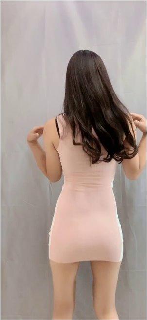 韩国吃不起肉_女主播收到礼物时被误会贪财,但脚上穿着一双银色高跟鞋,暴露了家庭实力!