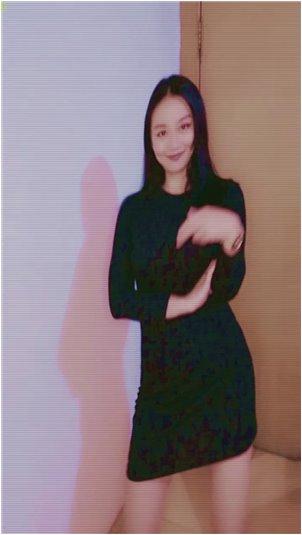 抖音上撩银行小姐姐_妹子小姐在舞台上表演性感舞蹈,好看的人穿起来真的很棒。