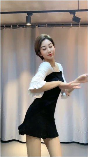 韩国的化妆品都有哪些_韩国最经典的悬疑电影之一,金敏喜的《小姐》,是一部值得反复观看的电影