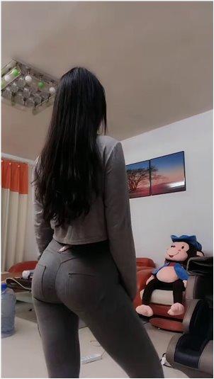 直播剃毛_熊猫-韩国女主播尹素婉(BJ)直播[吃香蕉】。这条沟太深了...有点[可耻]