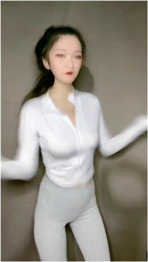 韩国美女主播自拍_这个小姐姐好可爱,笑起来好好看,看完就有恋爱的感觉。